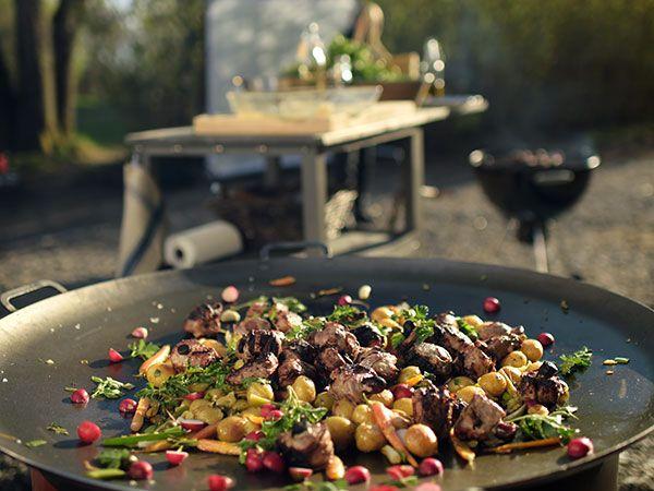 Ernsts varma potatissallad med vårlök och primörer | Recept från Köket.se