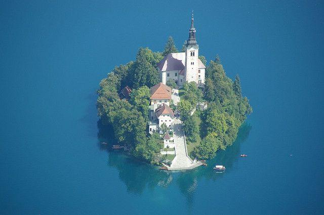スロベニアの氷河湖、ブレッド湖ブレット島