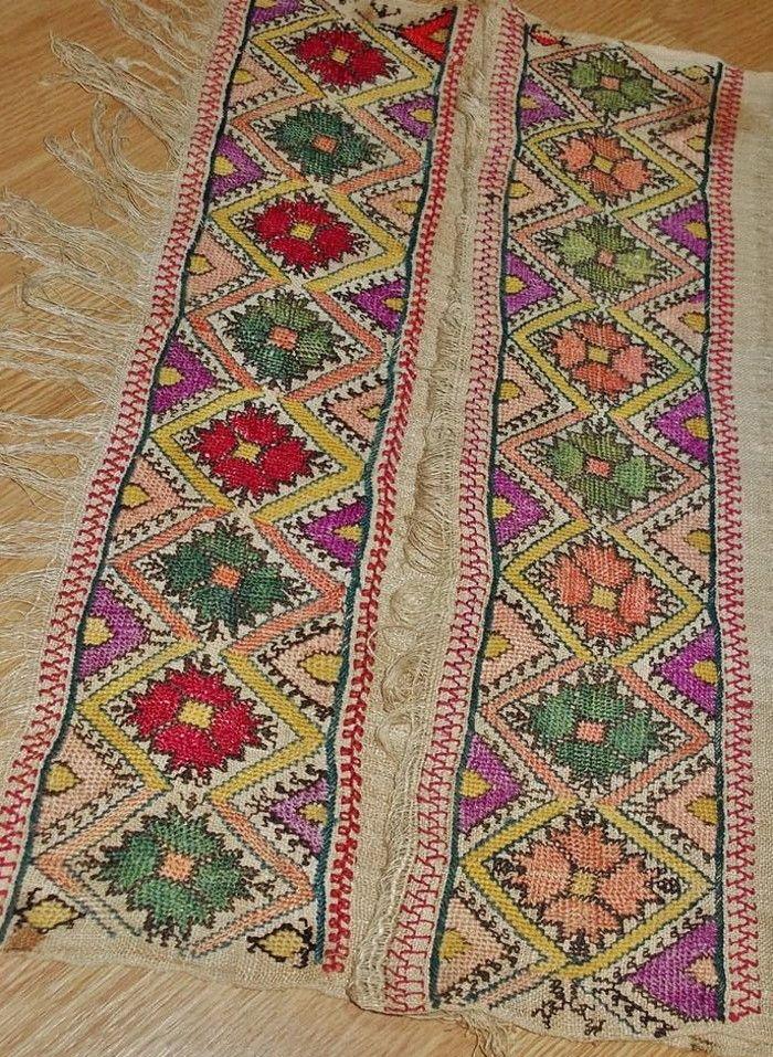 Embroidered 'sofra peşkir' (hand towel, used during meals). From the Konya region, late-Ottoman era, early 20th century.  (Source: Antika Osmanlı Tekstil, Istanbul).