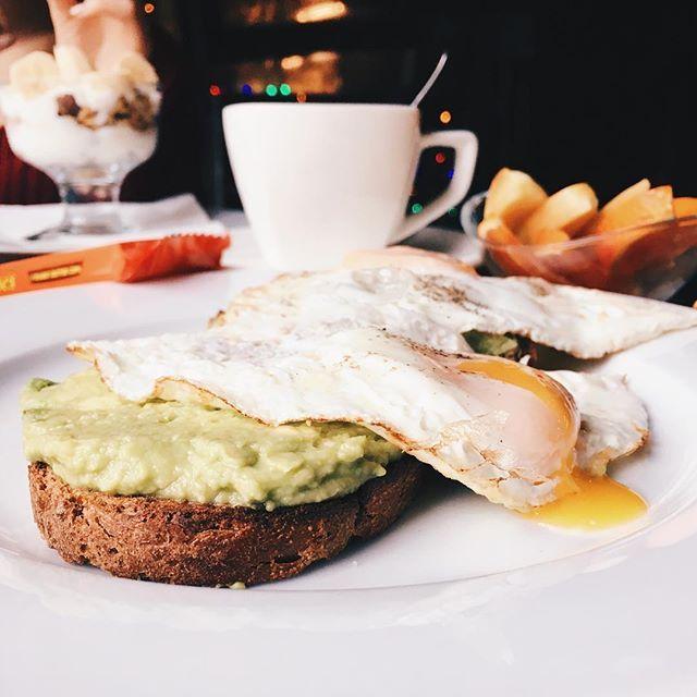 Delicious breakfast @california.republic.prague with @shajharris ...fine it was 1pm but thats breakfast on Sunday! - - - - - - - - - - - - #breakfast #prague #praguefood #praguecoffee #praguebreakfast #praguebrunch #brunch #avocadotoast #californiarepublic #coffee #food #foodblog #foodvlog #praha #vinohrady #namestimiru #czech #czechrepublic #bulgarian #bulgariangirl
