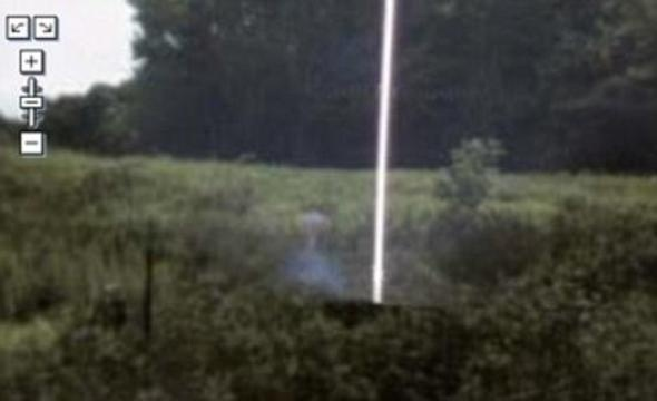 FB shared Dawning Golden Crystal Age's photo.Mail Online News : March 2009    A mysterious shape resembling alien film star ET appears in this image of Berkeley Heights, New Jersey, next to a strange beam of light!     Meanwhile UFO experts are baffled after a misty shape, the spitting image of ET, was discovered next to a mysterious beam of light in America.