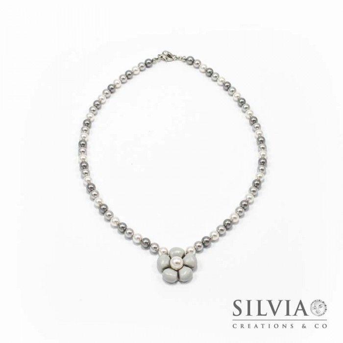 Collana perle Swarovski con fiore grigio