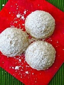 Cinnamon Mexican Wedding Cookies (aka Snowballs) from Weelicious.com