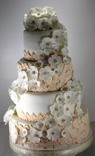 viorica's cakes: Tort nunta Dantela ivoir si flori albe