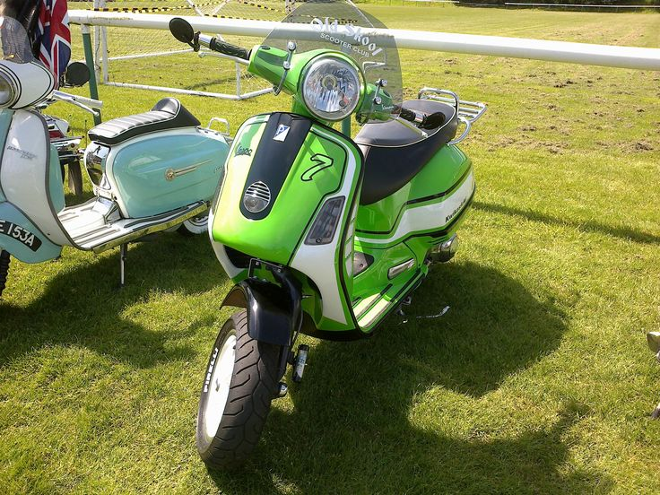 Vespa GT. Kawasaki colours.