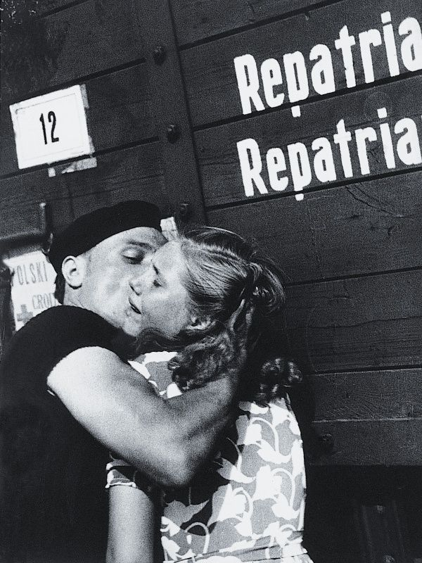 Julia Pirotte. Farewell at the train station in Lille. 1946. Jewish Historical Institute.