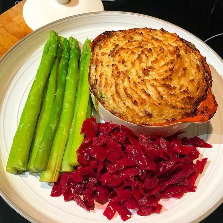 Big plate of hot comfortfood 🙌🏽 cottage cheese pie with wholegrain mustard mash and veggies. Made with 5% beef mince and potatoes  #shepherdspie #cottagecheese #slimmingworld #weightloss #diet lågkalori köttfärs nötfärs kycklingfärs quornfärs - köttfärssås bolognese + morot lök spenat tomater grönsaker - rotmos blomkålsmos potatismos - keso ost - gratinerad gratiner bakad ugn / paj gratäng recept