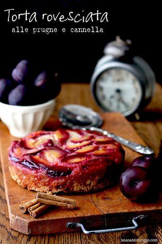 Torta rovesciata prugne e cannella