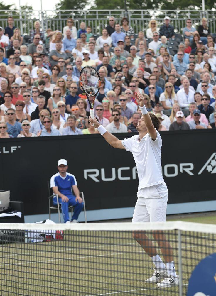 De ontlading bij Nicolas Mahut nadat hij het laatste punt gewonnen heeft. Hij wint de finale van Goffin met 7-5 6-1.