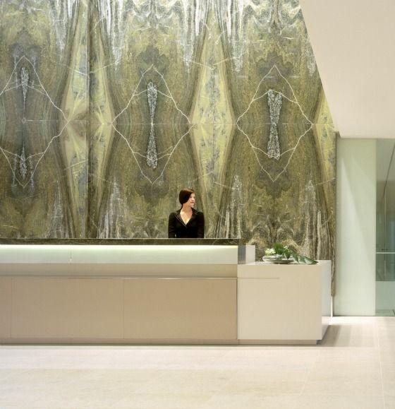 _Inspiração para recepção Xingu_ Lobby. - Large material with pattern - Haynes and Boone Reception   rottet studio