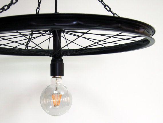 Lámpara tipo Araña creada bajo las técnicas de Upcycling a base de una rueda de bicicleta reciclada. #koopera #kooperaUpcycling  #upcycling #diy #recycle #ecodiseño