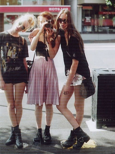 grunge fashion- the middle one