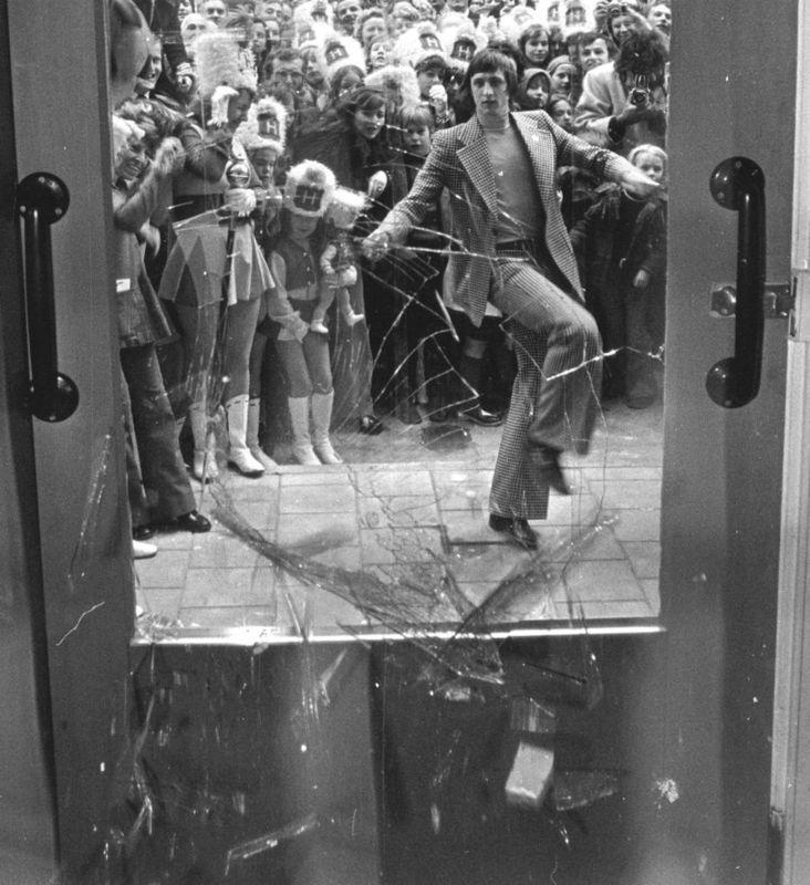 Johan Cruyff opens in an onorthodox fashion the AMS-holland hotel in Amsterdam, 1973