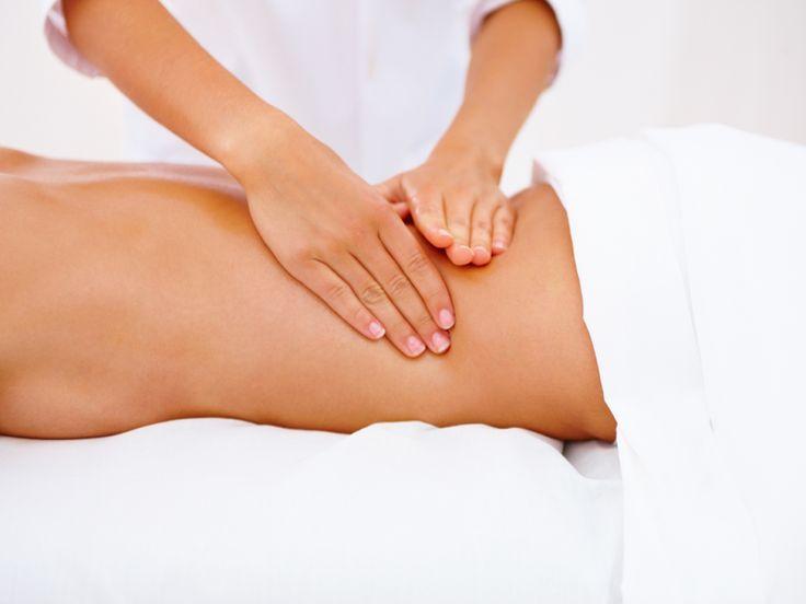 """Quiromasaje. """"Masaje con las manos"""" o """"masaje manual"""" ( de la unión de la palabra griega """"quiros"""" que significa manos y la palabra """"masaje"""" que significa amasar o apretar suavemente ).  Así se le diferencia claramente del masaje con aparatos electro-mecánicos."""