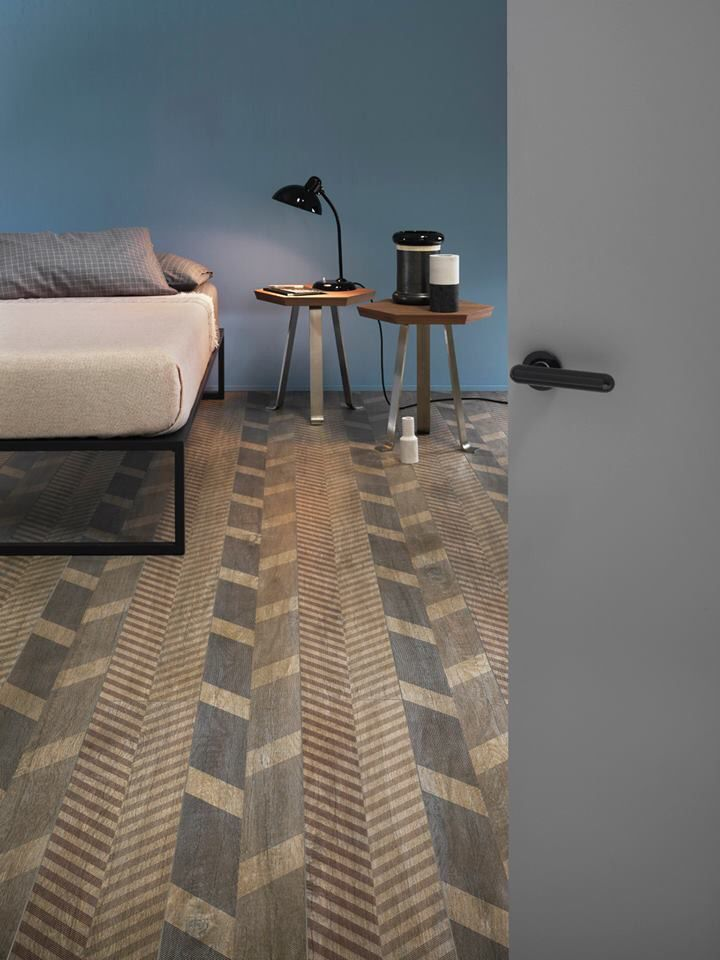 Love this floor! Great Sketch Face wood veneer pattern idea