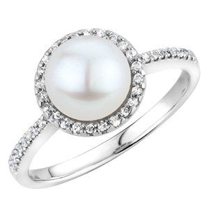 My dream ring. With one of my grandmas pearls (hopefully an ivory color) ❤️