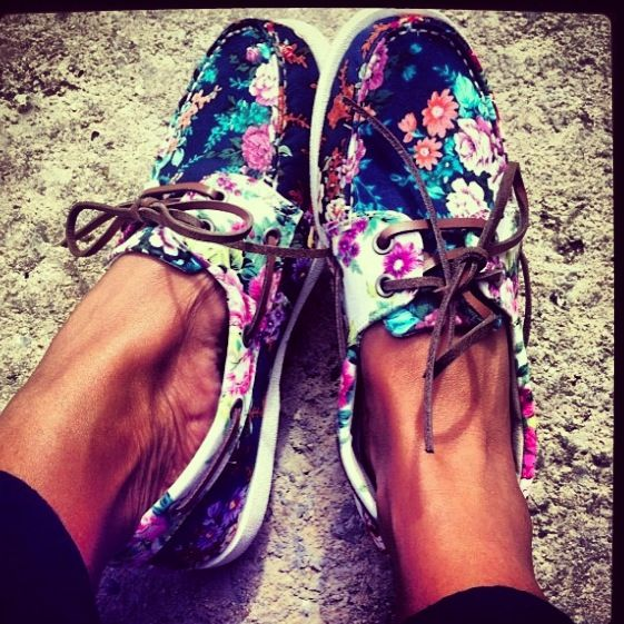 These are the perfect shoes for the perfect summer outing with kids.   Floral Sperry's! These are my obsession! #shoes #flats #sperrys