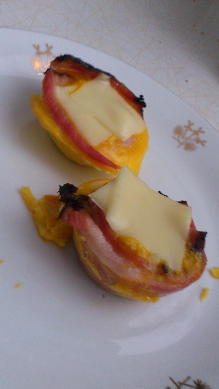 Vynikajúce vajíčkovo - slaninové raňajkové muffiny!    http://bratilicious.com/recepty/fit-sunkove-ranajkove-muffiny/