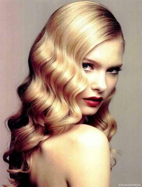 Retro waves - would love to try this, maybe for holidays? swept to one side and pinned in back. So lovely and elegant to me.