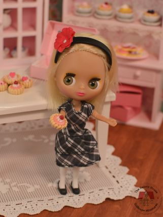 Miniature Valentine Tarts, 1/12 Scale Dollhouse Desserts, Mini Blythe with Raspberry Tart
