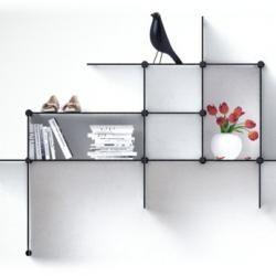 Up The Wall - hylder til væg. Stor anvendelse i hjemmet eller på kontoret til pynt, ringbind, bøger. Minimalistisk hyldesystem.