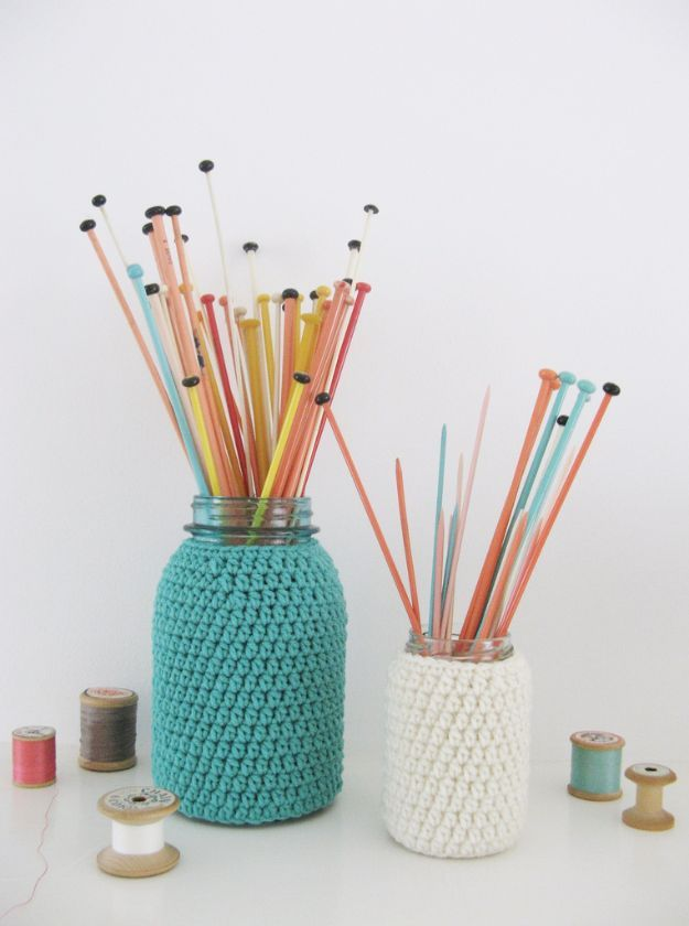 Cute DIY Mason Jar Ideas - Knitting Jars - Fun Crafts, Creative Room Decor, Homemade Gifts, Creative Home Decor Projects and DIY Mason Jar Lights - Cool Crafts for Teens and Tween Girls http://diyprojectsforteens.com/cute-diy-mason-jar-crafts