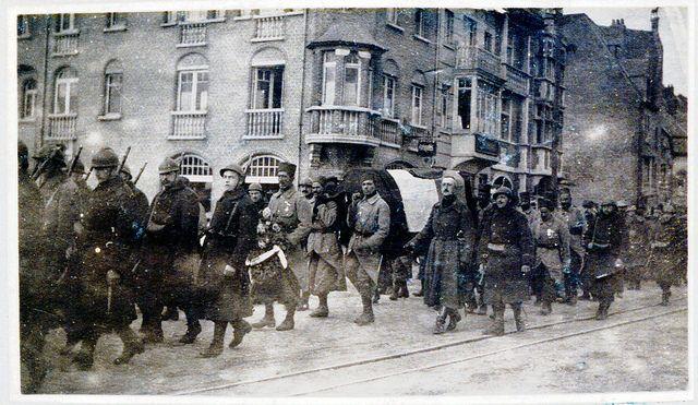 In De Panne: begrafenis van majoor De Gerlache overleden op 2 augustus 1915 in l'Océan. Broer van de bekende Antarctica reiziger Adrien De G...