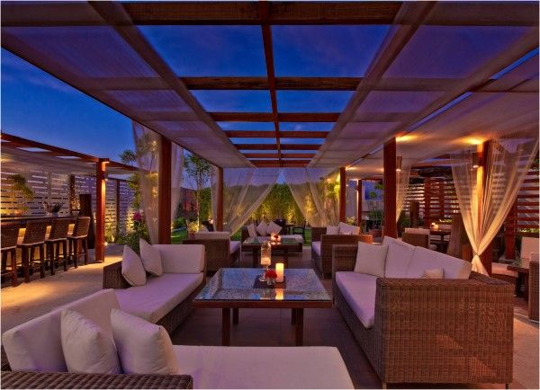 Top Pick Best Rooftop Bars In India Travefy Blog Rooftop Restaurant Best Rooftop Bars Roof Top Cafe