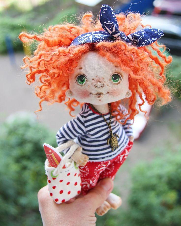 Рыжульку кому надо? Девчонка боевая и очень хозяйственная, вот рыбки добыла, уху готовить будет! Цена 4,5 т.р. плюс доставка 300р. #куклыручнойработы #куклысахаровойнатальи #авторскаякукла #интерьернаякукла #морскаятема