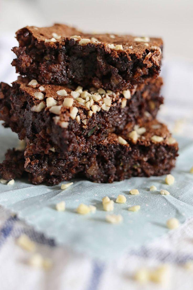 Super saftig und schokoladig sind diese Zucchini Brownies. Das Rezept kommt ohne Mehl aus und macht die Brownies glutenfrei. Wer dann noch den Zucker ersetzt, erhält sogar Low Carb Brownies.