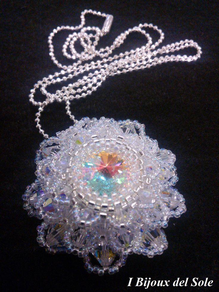 Ciondolo Dhalia: cristalli #swarovki e perline #miyuki