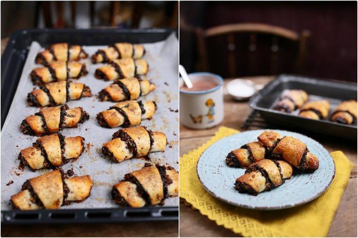 Szereted a péksütiket? Akkor ezt a receptet neked találták ki! Őrülten finom, puha tészta, telis-tele töltve házi szilvalekvárral, étcsokival és még ráadásként pirított dióval is megszórtuk, úgyhogy vétek kihagyni ezt a zseniális sütit!