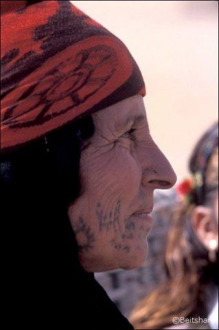 Syria | Bedouin woman with traditional facial tattoos | ©Alberto Savioli
