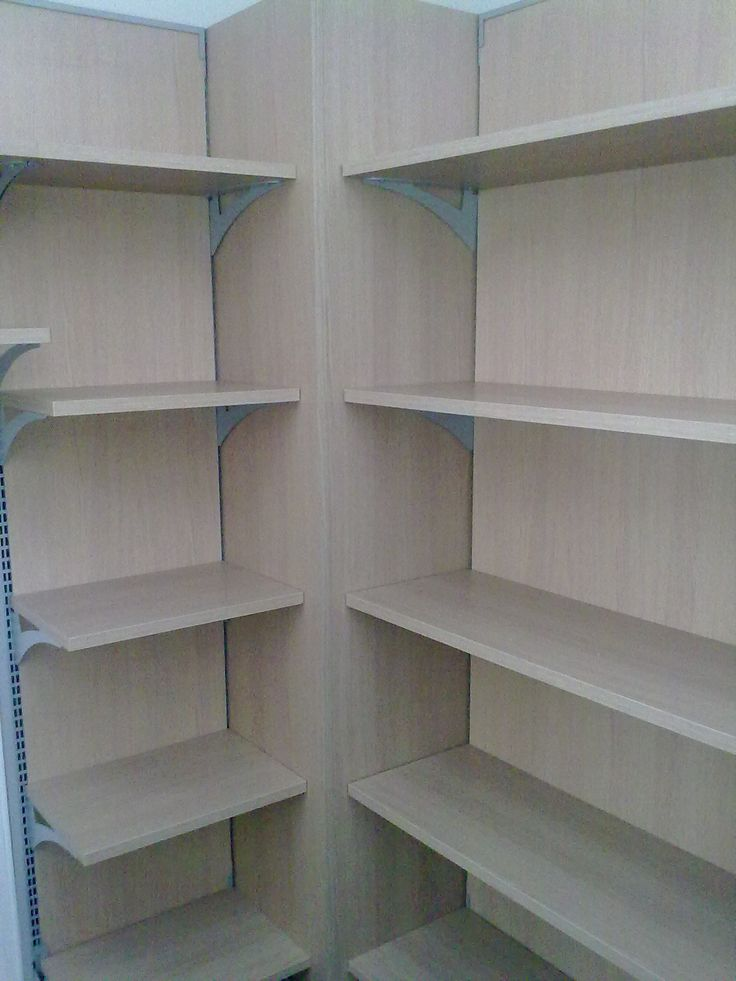 Oltre 1000 idee su esposizione di negozio su pinterest for Arredamento magazzino