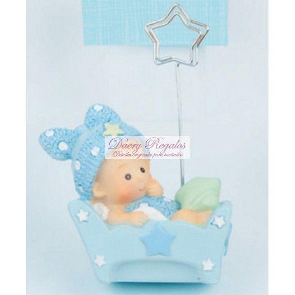 Portafotos Baby Cuna Azul - Detalles de Bautizo  Bonito Portafotos que nos muestra un niño vestido juego con el color de su cuna que es azul