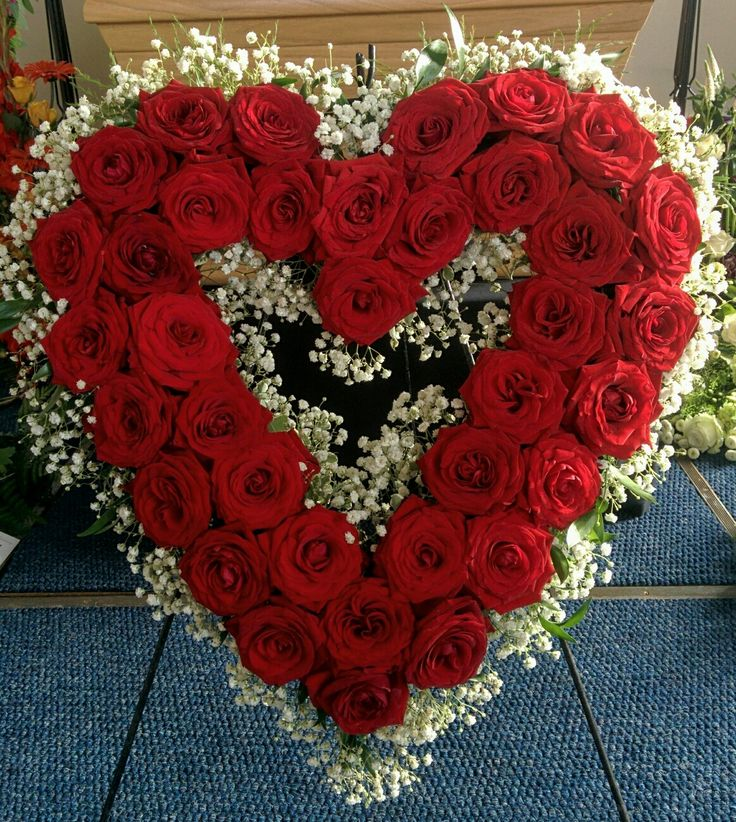 Funeral heart, red naiomi ros, gypsophila