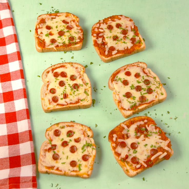 The easiest way to make pizza. #food #pizza #kids #familydinner #easyrecipe #lunch