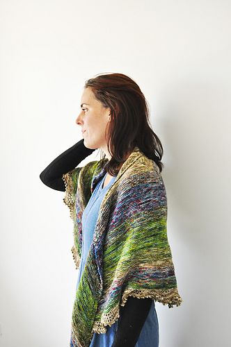 The Colour melt Shawl is a simple, garter stitch triangular shawl that lets you play with colour! By alternating between one and then two yarns, which are held together at the same time, a colour-melt effect occurs. It's fascinating to see what colour effects you get!
