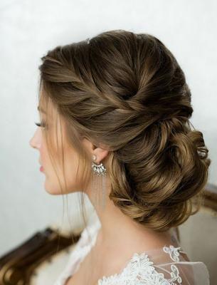 Descubre cómo puedes lucir algunos de los peinados de tendencia que dejan la melena a un lado. ¡Una idea fantástica!