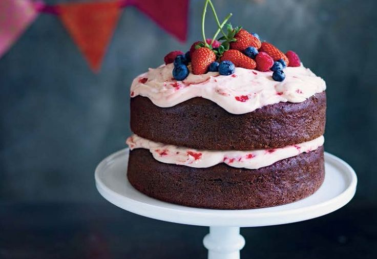 Yes, you can make a cake in a Thermomix.