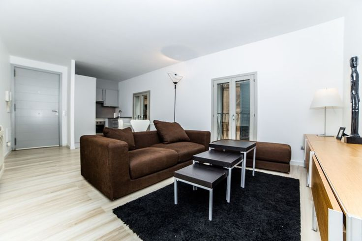 Old town, Palma de Mallorca: Stylish and newly renovated apartment in La Lonja. 1 bedroom, 1 bathroom, 700 €/ month. Only long term rental.