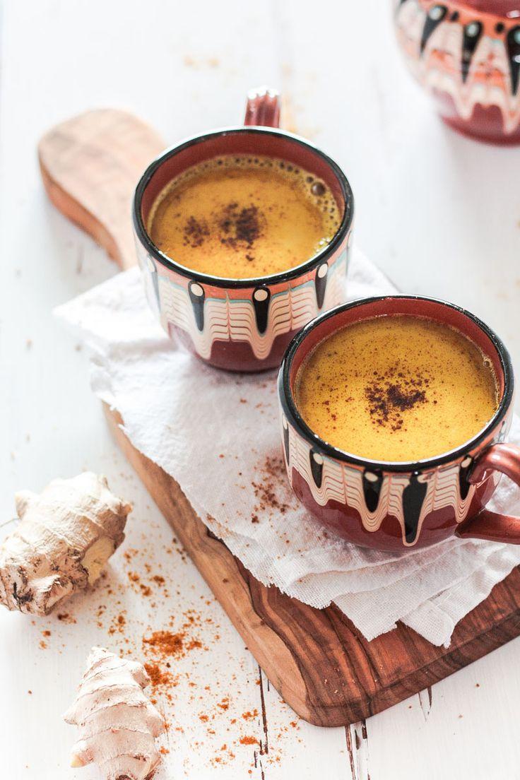 Vegane goldene Milch ist unschlagbar, wenn es um gesunde Getränke geht! Goldene Milch wirkt durch die Inhaltsstoffe von Kurkuma, Ingwer und Kokosöl entzündungshmend und antiviral! #Goldenemilch #Kurkumalatte #Kurkuma