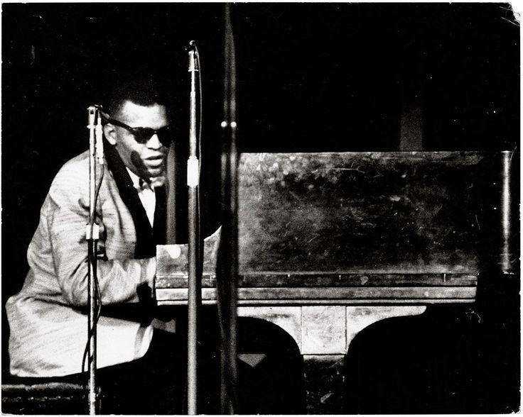 best ray charles singer piano images ray  ray charles performing at an unidentified venue photo by bob robert parent