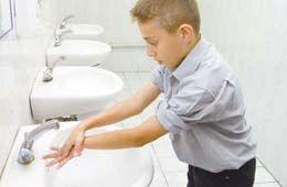 Bir yüzeyde bir bakteri 7 saat içinde 7 milyon olabilir. Bu yüzden çocuklarınıza mutlaka hergün ellerini yıkamayı hatırlatın.
