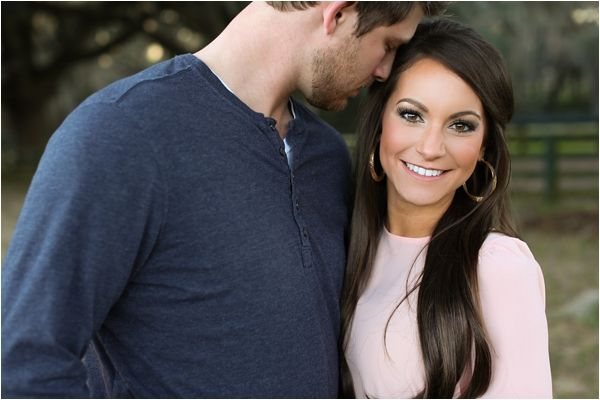 Love this engagement photo!