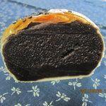 メイカセブン - 料理写真:薄皮あんパン(こし)断面/あり得ない餡子の量