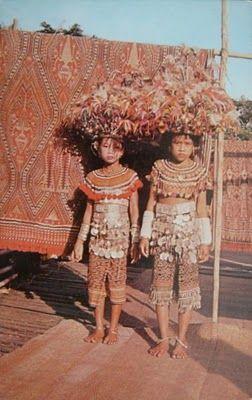 Dayak Girls. Sarawak, Malaysia