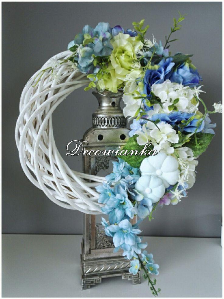 Wianek dekoracyjny,wianki,wianek,kompozycja kwiatowa,wianek wiosenny,stroik