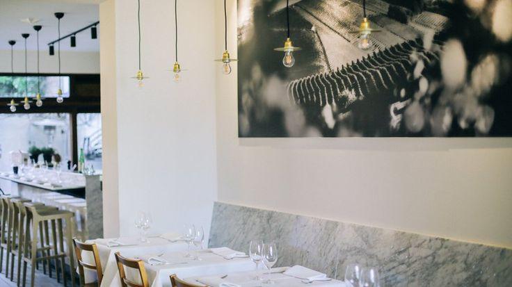 Welk beeld zit er in ons geheugen als we het over een authentiek Italiaans restaurant hebben? Dat van geraffineerde luxezaken zoals Senza Nome of San Daniele? Nee, die zijn te chic. Maar toch ook niet de zoveelste pizzeria, die is te banaal. Wat nog het dichtst in de buurt komt, is een 'osteria', een simpel restaurant waar je niet te duur eet, kiest uit een beknopte kaart en altijd een tiramisu of panna cotta bij de desserts ziet staan.