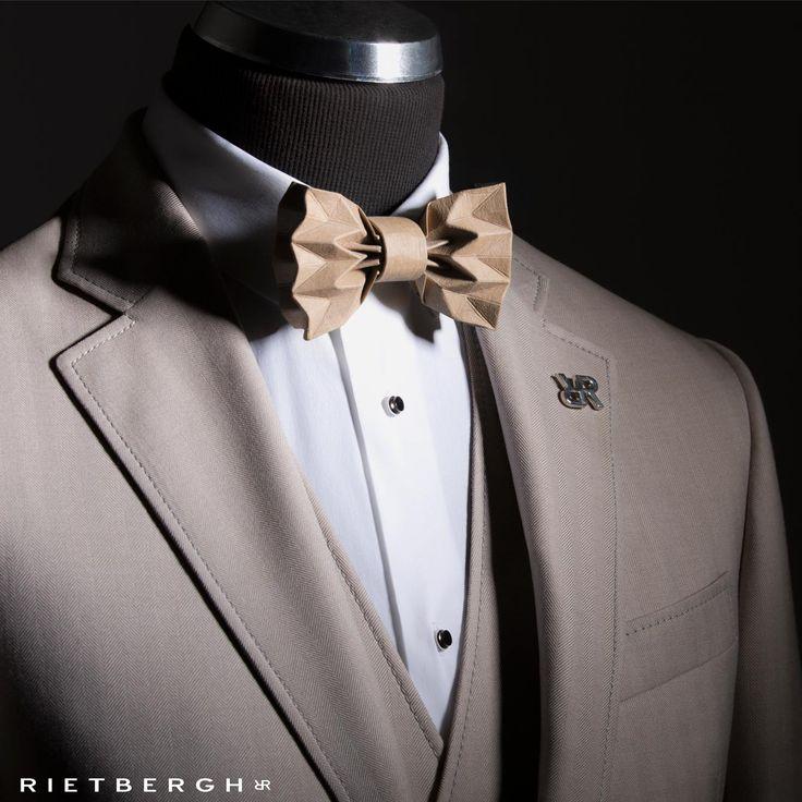 unique bowtie - Beige wedding suit - Beige trouwpak Beige wedding suits - Beige trouwpakken - suits - maatpakken - trouwpakken - trouwpak op maat - bruin trouwpak - Rietbergh - menswear - fashion - wedding trends -